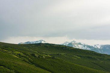 montañas al atardecer