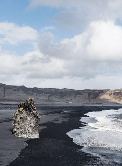 Black sand beach in Iceland, Dyrhólaey, Reynisfjara...