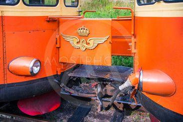 Övergångsbrygga mellan två motorvagnar från 1950-talet