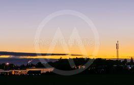 soluppgång över stad