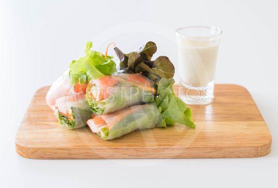 Fresh vegetable noodle spring roll