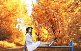 Girl walking in the autumn park. Autumn in the city,...