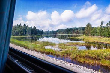 Utsikt genom ett tågfönster i Bergslagen / View from a...