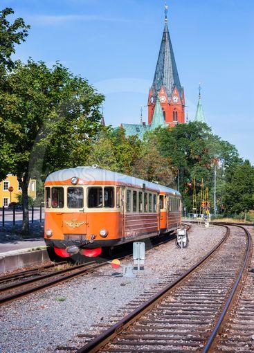 Smalspårståg mot Hultsfred på stationen i Västervik