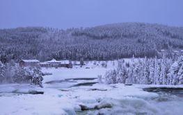 Storforsen i sagolikt vinterlanskap
