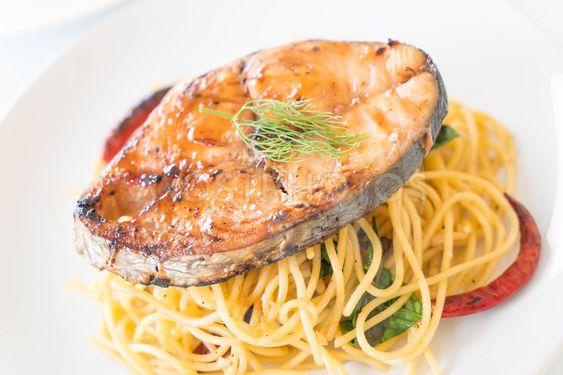 spaghetti with grilled mackerel