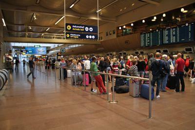 Flygresenärer vid incheckningen på Arlanda