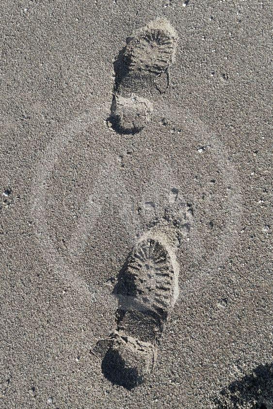 при обращении дорожка следов обуви фото его