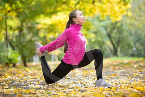 Autumn fitness outdoors: Hip Flexor Lunge