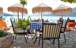 Trevlig restaurang med havsutsikt