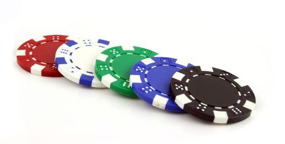 Poker marker på en isolerad bakgrund