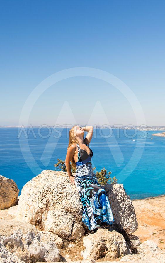 Free Happy Woman Enjoying Nature. Beauty Girl Outdoor....