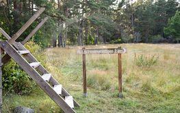 Stätta och skylt vid Lindreservatet på Öland