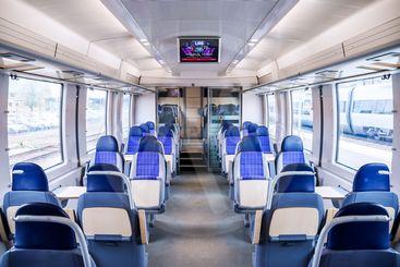 Interiör i ett modernt tåg för lokal- och regionaltrafik...