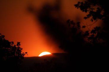 los últimos segundos de la puesta de sol gigante
