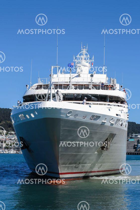 ship using bow propeller