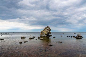 Rauk stenformation i havet, Gotland Visby.