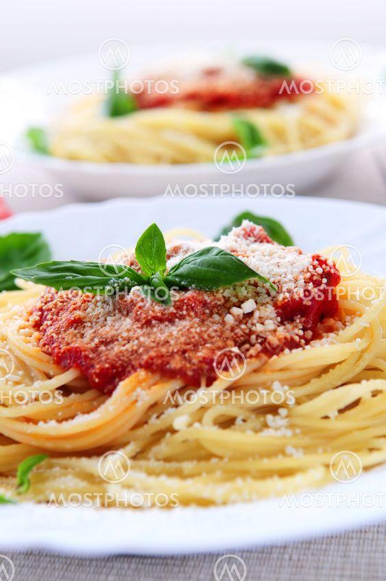 Pasta ja tomaatin kastike