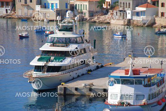 Fyrre kærlighed super yacht, Halki