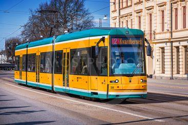 Modern spårvagn tillverkad av Bombardier, i Norrköping,...