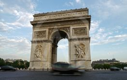 cars travel around arc de triomphe