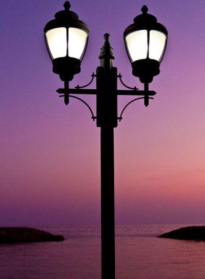 Lyktstolpe i vackert kvällsljus