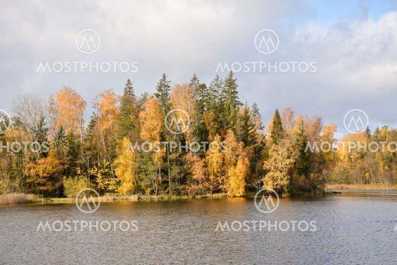 Fina höstfärger vid Hornsö i Småland