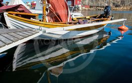 Träbåt vid bryggan