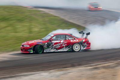 Smoking tires drifting