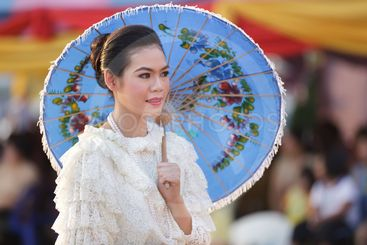 thai woman traditional clothes