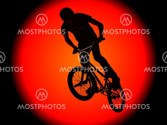 Biker drenge silhouet mod en enorm sol