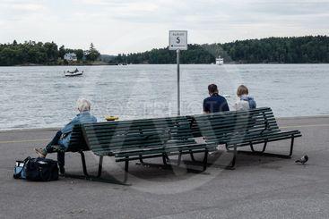 I väntan på båten