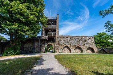 Visby ringmur med torn och valv.