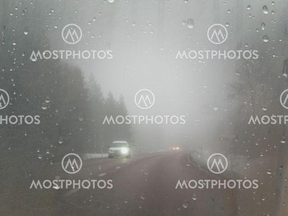 Bilkörning i dimma