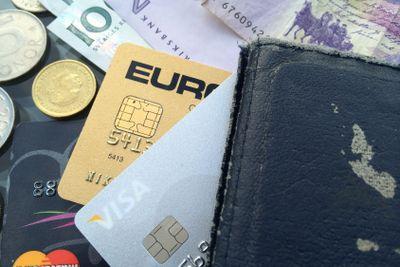 plånbok, kreditkort och pengar