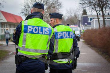 Polisen vid en brottsplats, Upplands Väsby, Sverige.