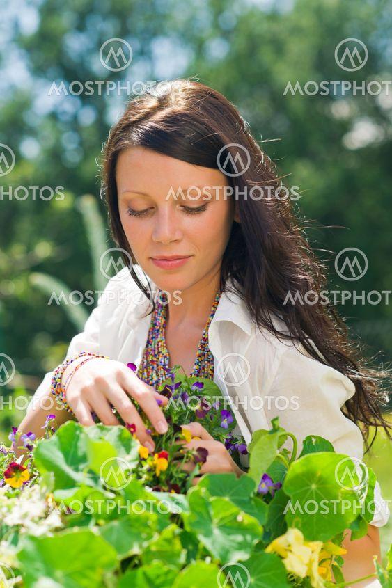 Kaunis puutarha naisen hoidon värin fleurs