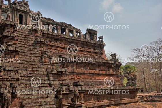 Phimeanakas temple in the famous Angkor.