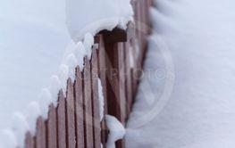 Snötäckt staket