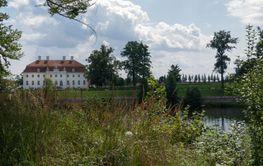 Meseberg-Schloss-Seeseite-11