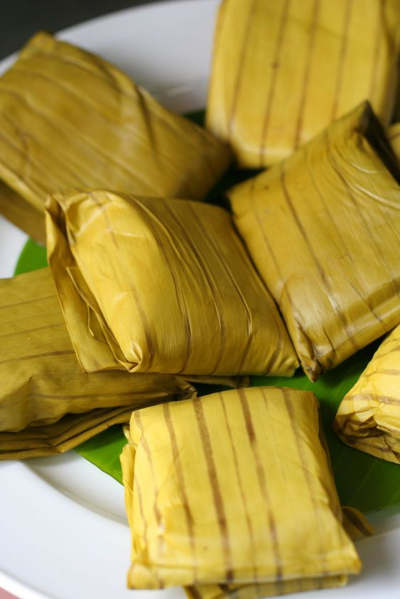 cake wrapped in the banana leaf