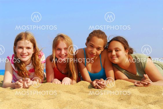 Piger på strand