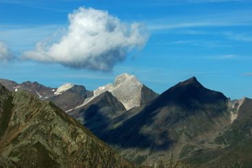 cloud over montains