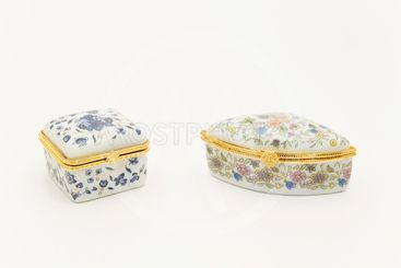 Chinese porcelain pillboxes