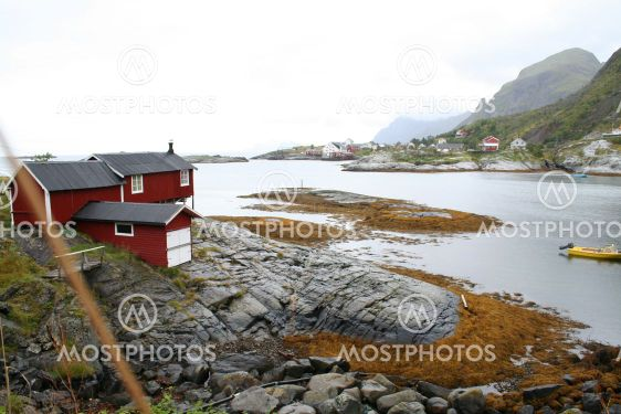 bay with houses and mountains