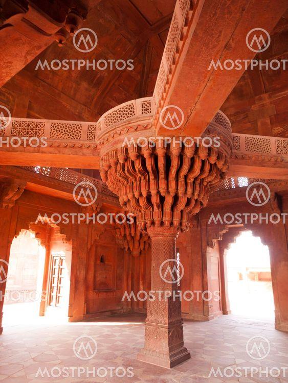 The central pillar of Diwan-i-khas