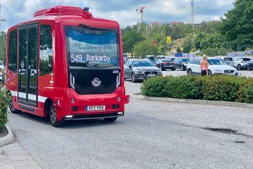Självkörande buss i kollektivtrafik.