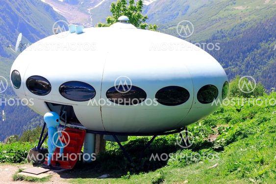 Ulkomaalainen syöttäminen UFO että purkaminen, vuoret välillä