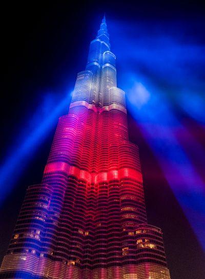 Världens högsta byggnad är Burj Khalifa i Dubai med den...