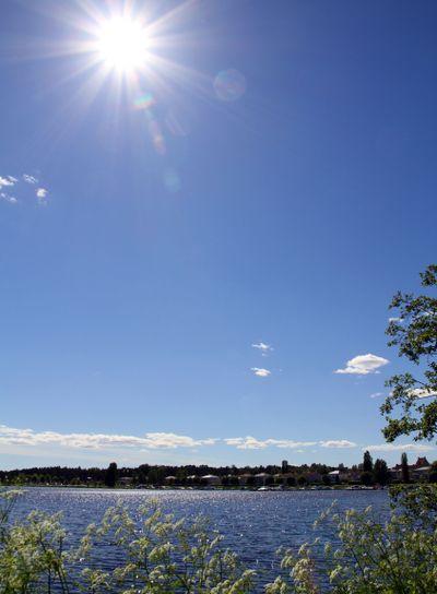 Solsken över sjö